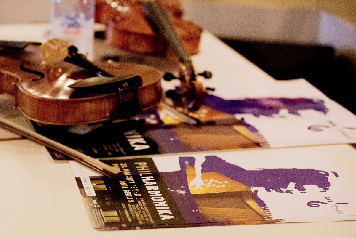 In der Pause konnten Plakate erworben werden, die Veranstalter des Internationalen Akkordeon Wettbewerbs Klingenthal, Herr Waldemar Fleischhauer vom PANTONALE e.V. und einige der Musiker standen für Fragen zur Verfügung.