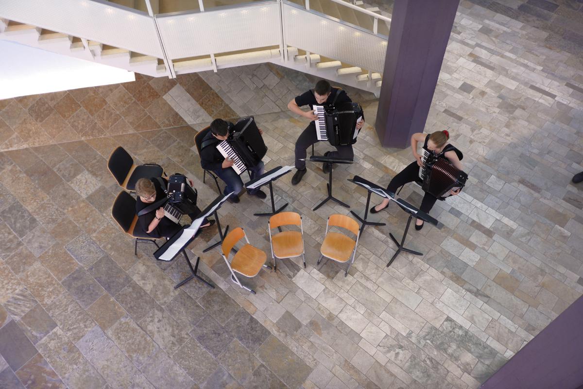 Akkordeon-Quartett der Musikschule Steglitz-Zehlendorf, von links nach rechts: L. Fleischhauer, F. Bartl, D. Hellmann. S. Sanft