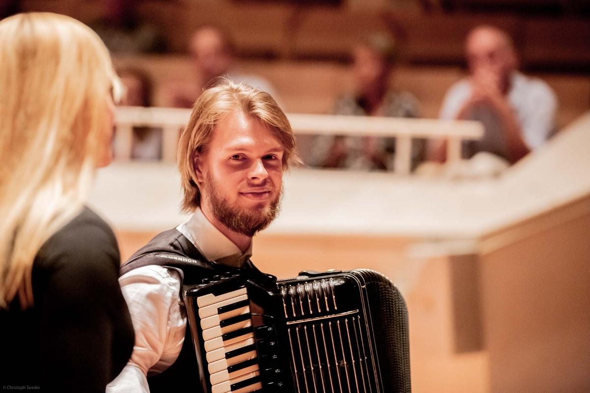 M. Matzke mit Sängerin L. Kratz