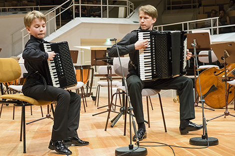 Duo Gentlemen: Jonas Vozbutas und Vilius Mazeika Akkordeon-Duo aus Litauen. Foto: E. Neubauer